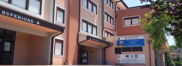 """Rogliano, Il Liceo Scientifico """"eccellenza"""" formativa. La scuola accreditata dalla Fondazione Agnelli  tra i primi posti della classifica regionale"""