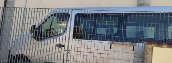 """S. Stefano di Rogliano, automezzo comunale  abbandonato. Simbolo di """"spreco e menefreghismo"""" (clicca qui per leggere)"""